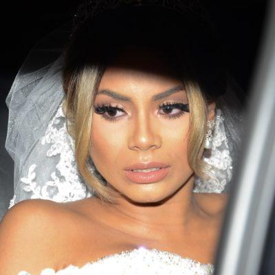 Lexa usa dois vestidos de noiva em casamento com MC Guimê