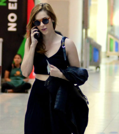 Estilo: Sophia pega avião com bolsa grifada e barriga de fora