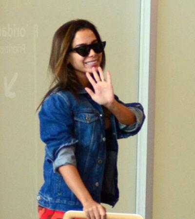 Anitta viaja com jaqueta de R$ 5 mil e mala de R$ 10 mil