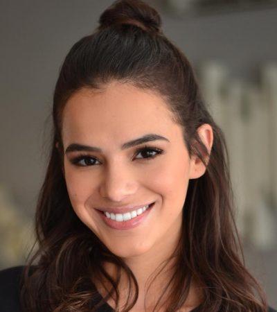 Bruna Marquezine usa gloss de R$ 149 que aumenta os lábios