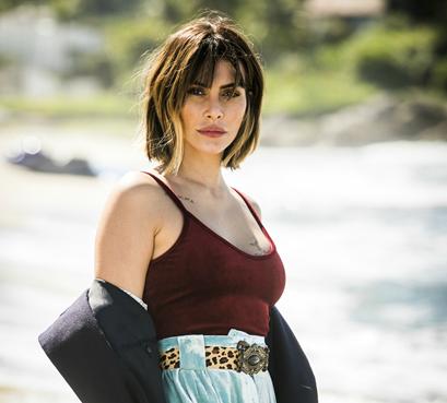 Cleo Pires, como Betina, adota a calça queridinha do momento