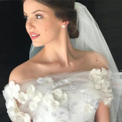 Vestido de Camila Queiroz tem 461 flores; similar custa R$ 25 mil