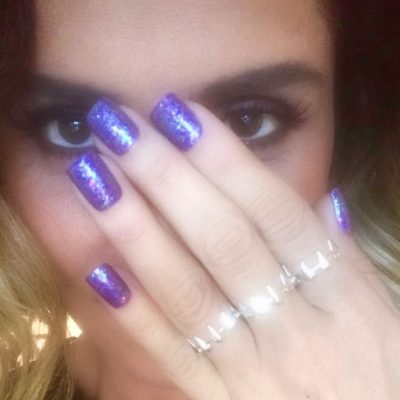 De roxo a azul: Giovanna Antonelli usa esmaltes de R$ 5,90