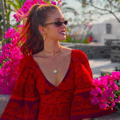 Grécia: vestido vermelho de Marina Ruy Barbosa recebe elogios