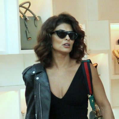 Juliana Paes ensina a dar toque fashion ao look preto