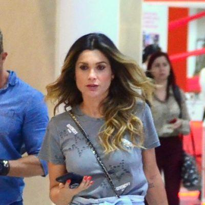 Flávia Alessandra acerta no estilo com look casual