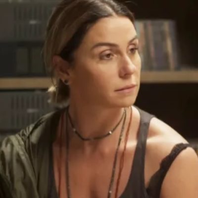 """Gio Antonelli usa colar longo de R$ 178,50 em """"Segundo Sol"""""""