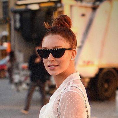 Marina Ruy Barbosa usa óculos de sol com tachas de R$ 2.886