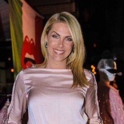 De Hickmann a Leticia Spiller: Rosa marca looks das famosas