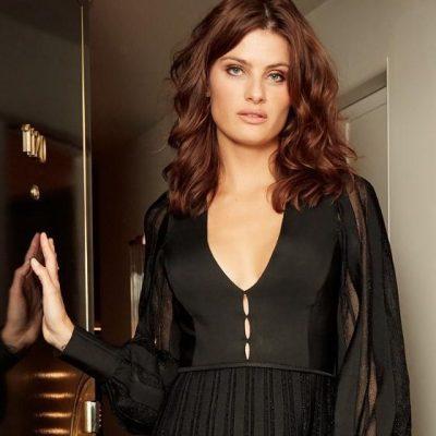 Isabeli Fontana é homenageada em evento de moda, em Miami