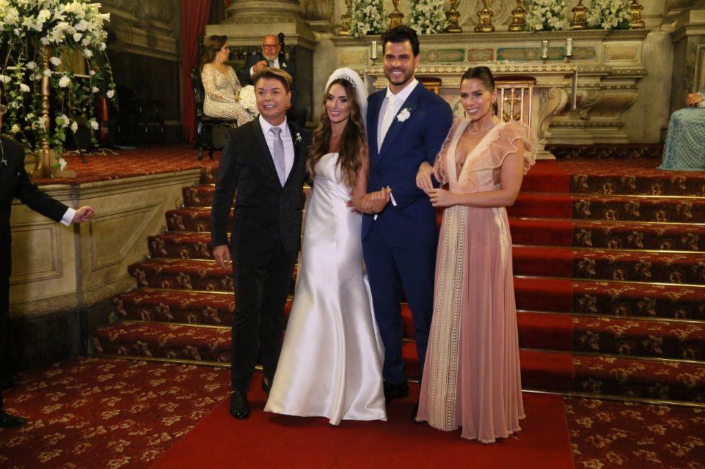 Nicole Bahls, o noivo Marcelo Bimbi, Adriane Galisteu e David Brazil (Foto: Daniel Pinheiro/Anderson Borde/AgNews)