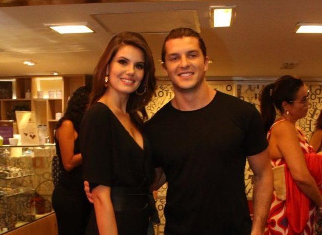 Camila Queiroz e Klebber Toledo (Foto: AgNews)