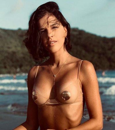 Mariana Rios usa biquíni tapa-seio de ouro Amir Slama: R$ 1,6 mil