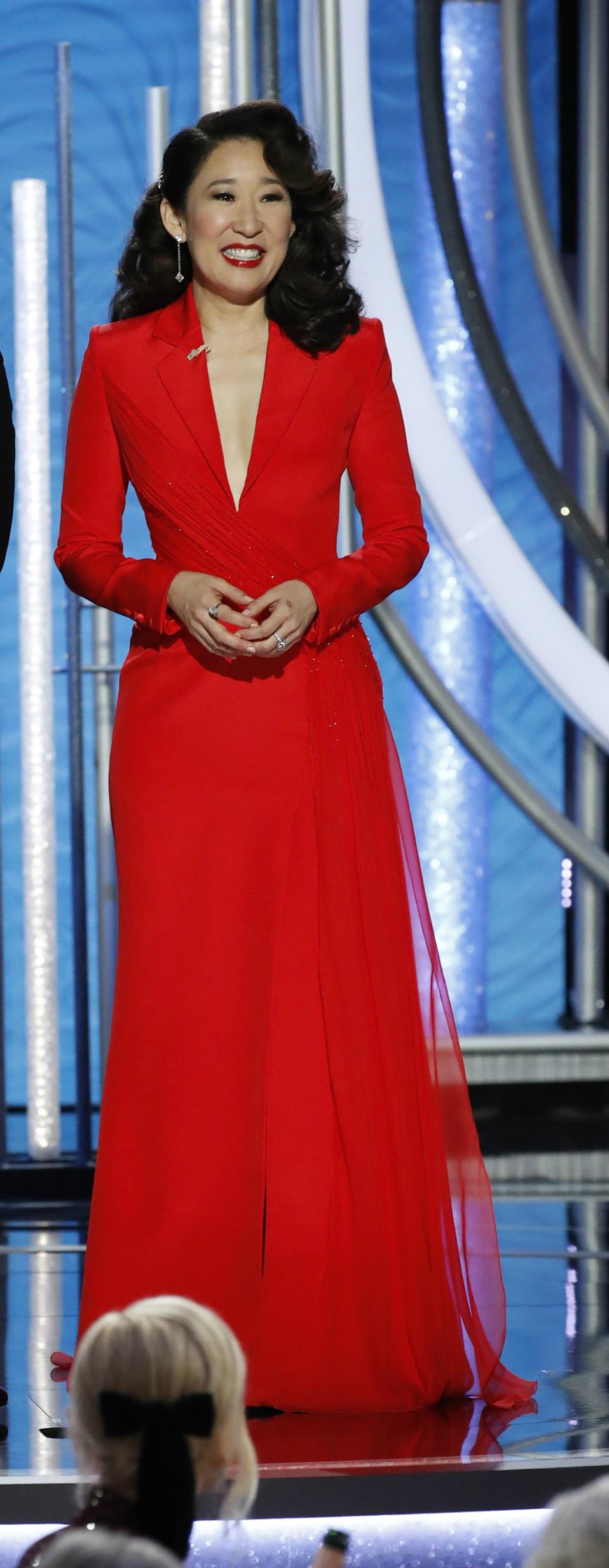 Sandra Oh (Foto: Getty Image/Divulgação/Versace)