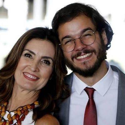 """Fátima Bernardes arrasa com vestido branco de """"primeira-dama"""""""