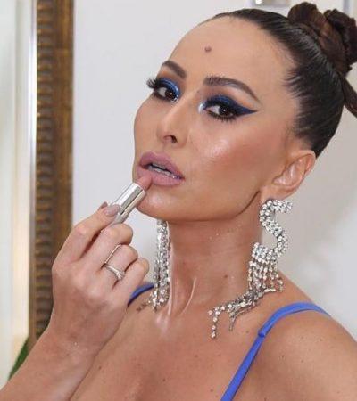 Sabrina Sato exibe make azul com produtos de até R$ 29,99