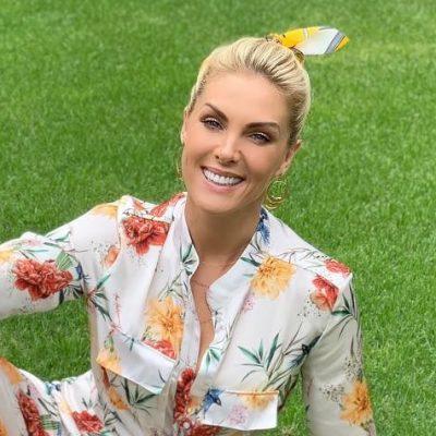 Ana Hickmann acerta com conjunto floral e lenço nos cabelos