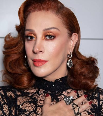 Claudia Raia, 52 anos, arrasa no look sensual e transparente