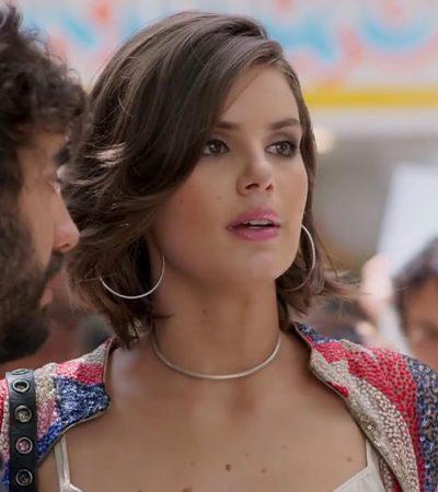 'Verão 90': Camila Queiroz exibe brinco de argola de R$ 420