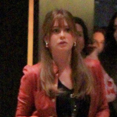 Marina Ruy Barbosa combina destroyed com truques que alongam