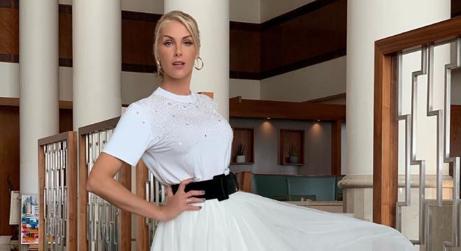 De Anitta a Hickmann: cintos ganham espaço no look de 6 famosas