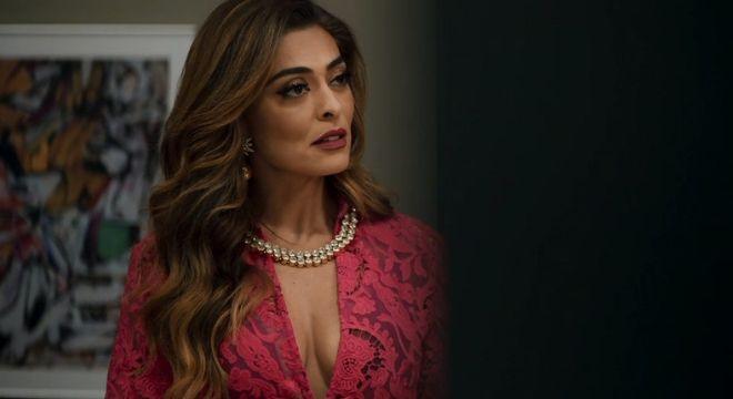 Juliana Paes chama atenção com colar de cristais de R$ 499