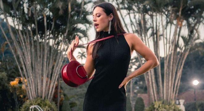 Vestido da Vivi Guedes (Paolla) está em promoção: R$ 391,96