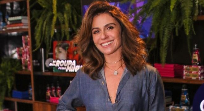 Giovanna Antonelli dá lição de estilo ao usar jeans com jeans