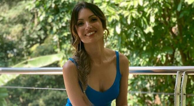 Tudo azul! Patricia Poeta aposta em look de R$ 2.039