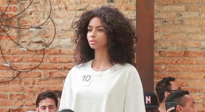 """""""Vim da favela, de baixo"""", diz vencedora de concurso de modelos"""