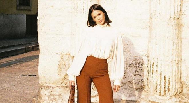 Bruna Marquezine exibe tons terrosos em look de R$ 11,6 mil