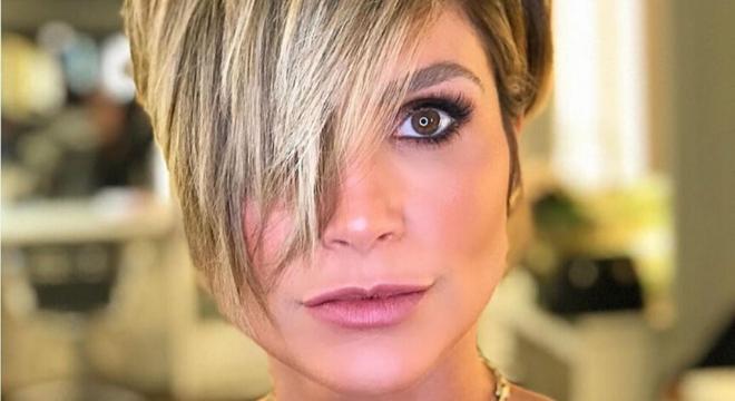 Flávia Alessandra aposta em cabelo curtinho para nova novela