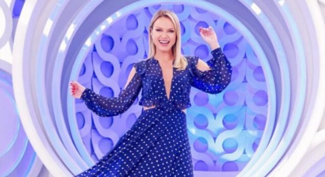Azul: Aprenda com Eliana a vestir com estilo a cor de 2020