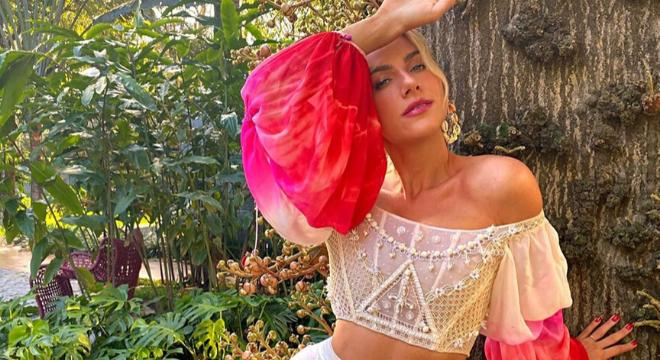 Trend 2020: corset, a peça sensual que conquistou as famosas
