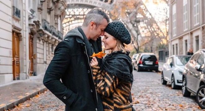 Em Paris, Sandy ensina a vestir animal print sem errar