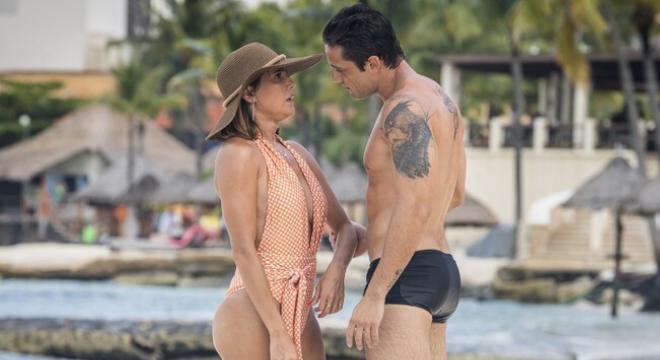 Deborah Secco veste maiô decotado de R$ 274 na novela