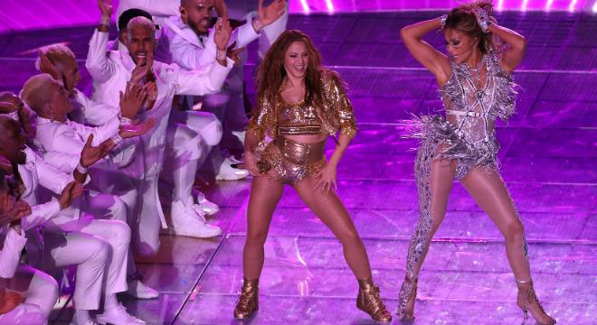 Super Bowl: confira detalhes dos 3 looks sensuais de Jennifer Lopez