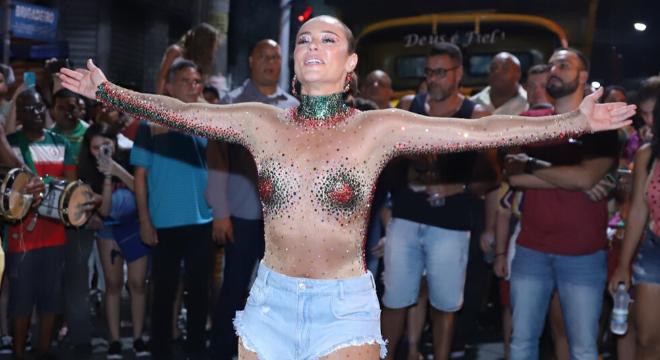 De Paolla a Sabrina: veja 9 looks de Carnaval com shorts jeans