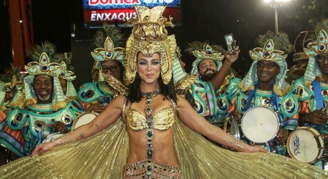 Paolla, Isis, Sato, Secco: metalizado invade looks de Carnaval