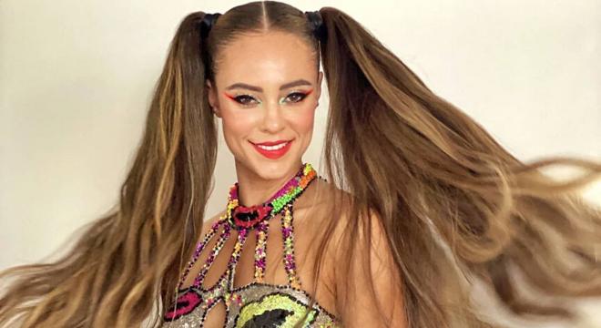 Vote: Famosas mostram 7 penteados fáceis para o Carnaval
