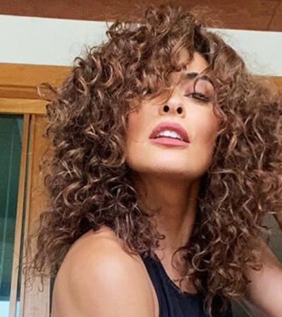 Gente como a gente: famosas exibem cabelos naturais em casa