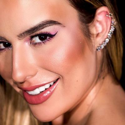 Fernanda Keulla aposta em vestido pink sensual na final do BBB