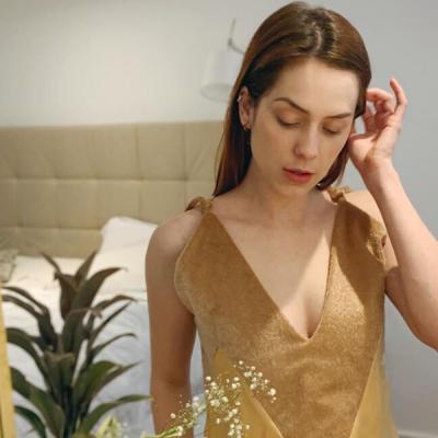 Famosas provam estilo e conforto do vestido camisola