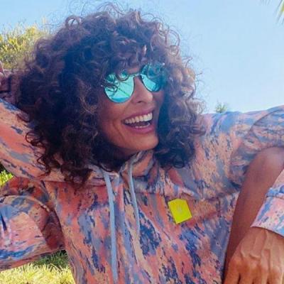 Trend: Juliana Paes entra na onda do tie-dye até nos tênis