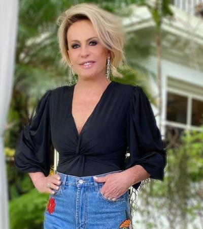Ana Maria Braga aposta no ar retrô da calça jeans bordada